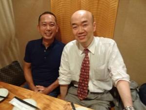 少々ボケていますが、懇親会にて川原さんと2ショット。昭和37年生まれの同年でした(^^)
