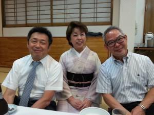 左から、高森先生、女将さん、facebook友達の竹村先生。皆いい笑顔。ナイスショットでした。